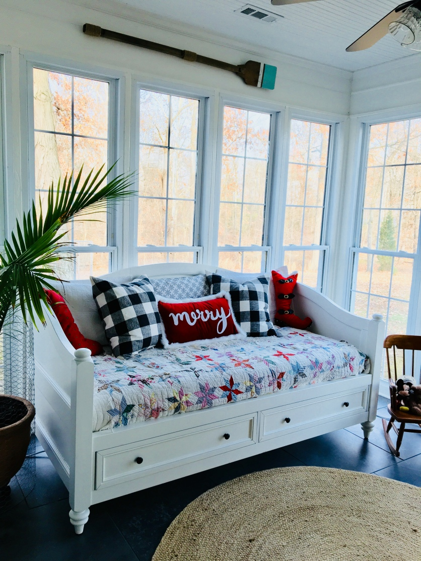 2017 Christmas daybed