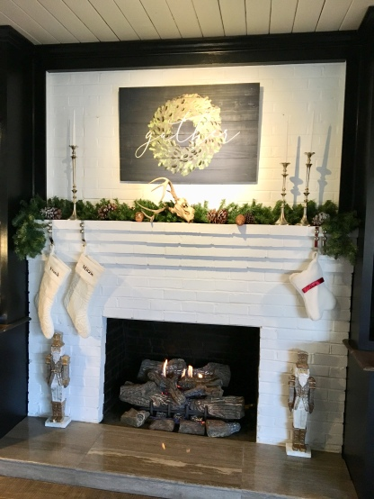 2017 Christmas fireplace mantle