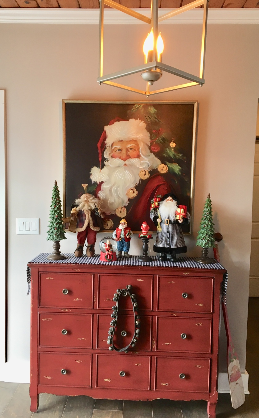2017 Christmas foyer santa claus 2